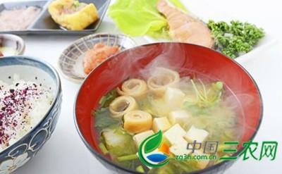 老人夏季养生多吃热茶热食