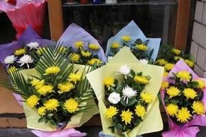 花店摆放祭祀鲜花