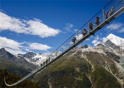 全球最长行人吊桥启用