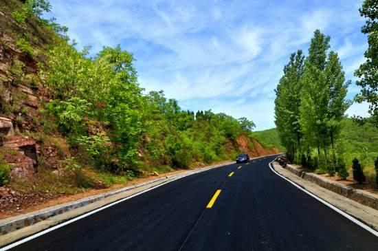1.2万公里农村公路改造助力乡村振兴