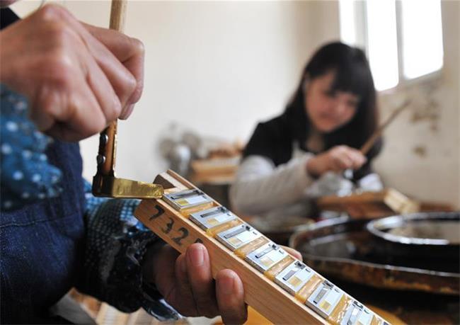 巧手农民制作西洋乐器畅销海外