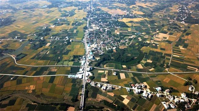 红土地上的美丽乡村