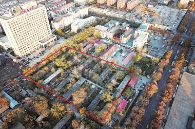 """养鸡场""""深藏""""郑州闹市区数十年 为何未搬迁"""