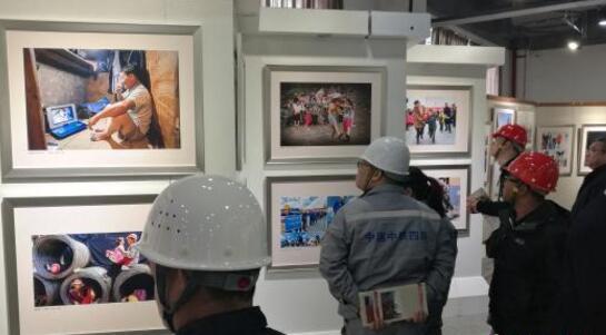 农民工·我的兄弟姐妹摄影大展优秀作品展览在穗举行