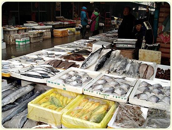 春节临近厦门水产市场琳琅满目 价格有所上浮
