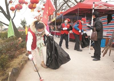 志愿者助推美丽乡村建设