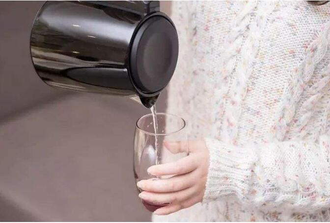 早上起床后喝水有什么好处?快了解一下