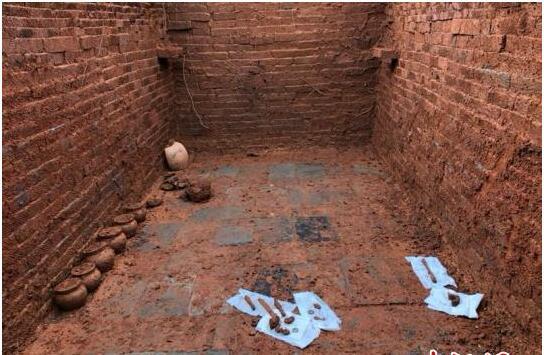 湖南邵东现东汉时期砖室墓 砖墙上有几何纹图案