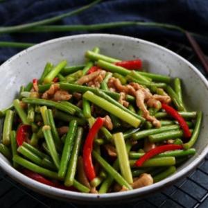好吃的蒜苔炒肉丝简单做法