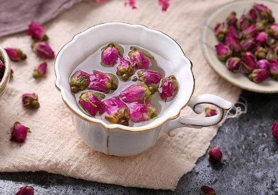 玫瑰花泡水喝的好处有哪些 什么人群不能喝?