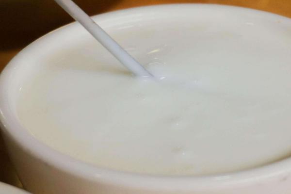 牦牛奶什么时候喝有营养